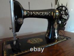 Chanteur Antique Machine À Coudre 1911 Avec Support / Armoire Allemagne En Bonne Forme