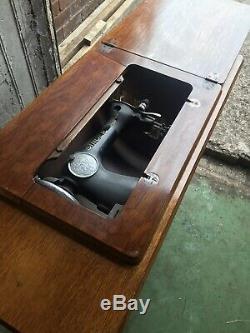 Chanteur Antique Machine À Coudre En Fonte Treadle. Probablement Le Meilleur