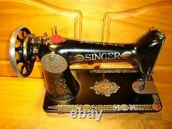 Chanteur Antique Sewing Machine Head Modèle 66 Red Eye, Serviced
