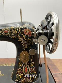 Chanteur Modèle 66 Couture Red Eye Machine & 5 Tiroirs Cabinet Treadle