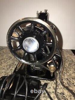 Chanteur Modèle 66 Red Eye Machine À Coudre Vintage