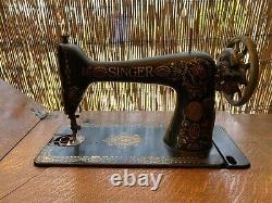 Complet Antique 1910 Machine Et Cabinet D'élaboration De L'inger Treadle Avec Base D'iron Cast