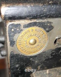 La Surjeteuse Brosse Bergmann & Huttemeier Copenhague Gant Machine À Coudre De Fourrure