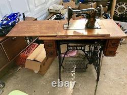 Machine À Coudre Antique De Chanteur Dans Le Coffret