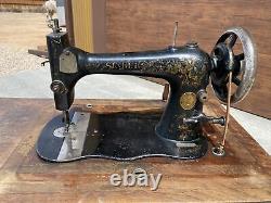 Machine À Coudre De Tapis De Course De Chanteur D'antique