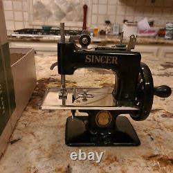 Machine À Coudre Pour Enfants Antique Singer Avec Boîte D'origine Et Instructions
