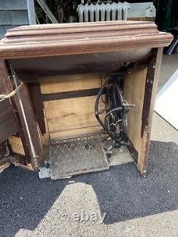 Machine Antique De Couture De Chanteur Dans Le Coffret
