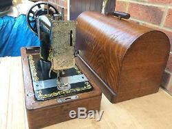 Manivelle Antique 1927 Chanteur 128k Machine À Coudre À La Main Avec Des Autocollants Rococo