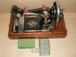 Manivelle De Superbes Antique Couture Machine Avec Singer Cas