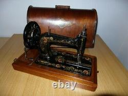 Modèle Antique De Machine À Coudre De Chanteur 48k Avec Les Décalcomanies Ottomanes D'oeillet