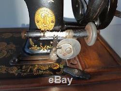 Modèle Exceptionnel 1900 Chanteur 48k Machine À Coudre Manivelle Ottoman Main P387125