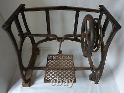 Rare 1912 En Fonte Industrielle Art Nouveau Singer Machine À Coudre Stand De Bande De Roulement