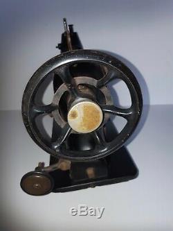 Rare 1924 Machine À Coudre Industrielle Chanteur 31k32 Tête Alimentation Goutte Réversible