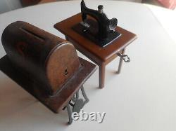 Rare C. 1925 Tin & CI Singer Sewing Machine Banks. Banque De Machines À Coudre Des Doigts