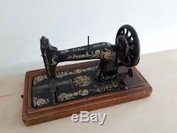 Rare Modèle 1902 Chanteur 48k Machine À Coudre Manivelle Ottoman Main R679361