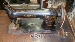 Rare Singer 31-15 Machine À Coudre Avec Une Base De Cliquet Inhabituelle Fer, Comme Pédale