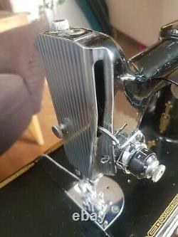 Singer 221k Antique Machine À Coudre Poids Plume + 2boxes