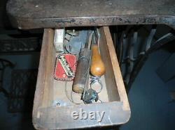 Singer 29-4 Vintage/antique Industrial Cobbler/leather Treadle Sewing Machine
