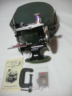 Singer Antique Singer Model 20 Sewhandy Childs Toy Sewing Machine Des Années 1900
