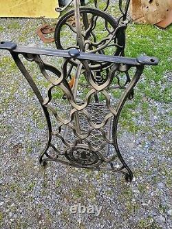 Singer Couture Machine Treadle Plain Crossbar (dck) Table Legs Cast Iron Cmplt