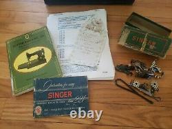 Singer Featherweight 221 Antique Machine À Coudre À Partir De 1954 Avec Boîtier Original