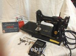 Singer Featherweight 221 Portable Sewing Machine, Antique, Fonctionne Bien