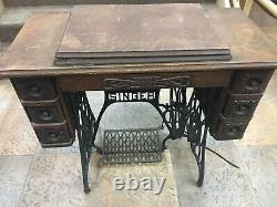 Singer- Machine À Coudre Antique Avec Table