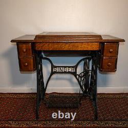 Superbe 1910 Singer Model 27 Sphinx Sewing Machine Dans La Table D'armoire D'origine