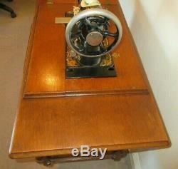 Vintage 1899 Chanteur Treadle Machine À Coudre Et 5 Table Tiroir En Fonte Pedal