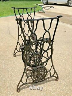 Vintage 1920 Singer Treadle Machine À Coudre Fonte Table Base & Legs Seulement