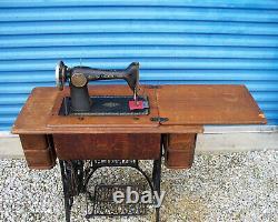 Vintage 1925 Singer No 66-1 Black Treadle Machine À Coudre Avec Cabinet D'origine