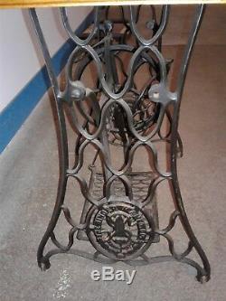 Vintage Chanteur Treadle Base Machine À Coudre Pieds Support Roulant