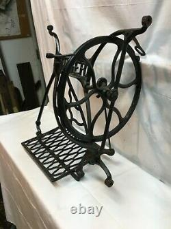 Vintage Machine À Coudre En Fonte De Base Avec Pédale Treadle, No Sides Art