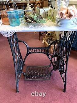 Vintage Singer Machine À Coudre Treadle Accent Table Avec Marble Top Prix Réduit