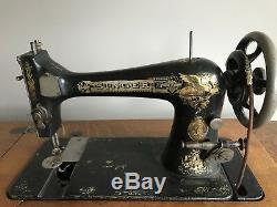 Vtg Chanteur Antique Treadle Machine À Coudre Table En Fonte Cabinet Fer Bois Tigre Chêne