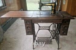 Wheller Et Wilson Singer Antique/vintage Manivelle À Manivelle Machine À Coudre/table En Bois