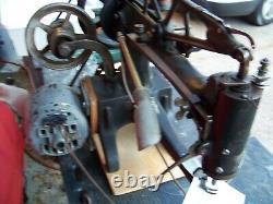 Working Singer 29-4 Machine À Coudre Industrielle / Cordonnier / Cuir Avec Moteur